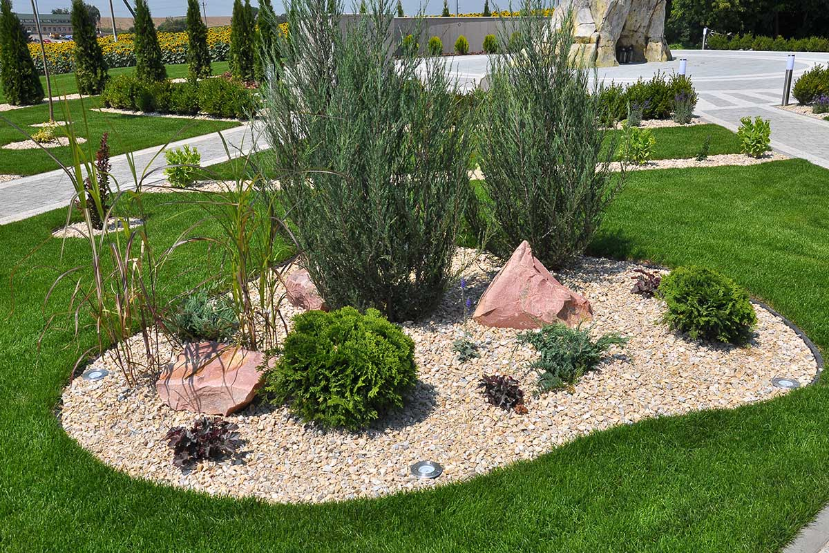 Landscaping Edging and Landscaping Fabric in Edmonton